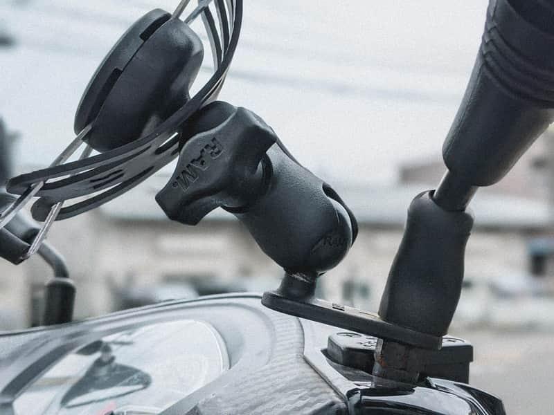 バイク スマホホルダー デイトナ RAMマウント 比較